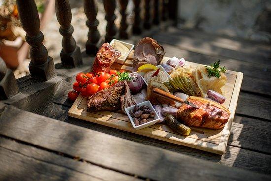 Restaurant Hanu' lui Manuc: delicious platter