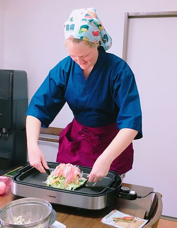 Tessen Tea Ceremony: This is the most tricky part in making Okonomiyaki!