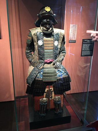 The Ann and Gabriel Barbier-Mueller Museum : The Samurai Collection: Close shot of full armor