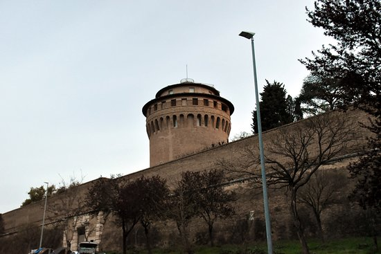 Vatican City, İtalya: St. John's tower from outside the Vatican Wall