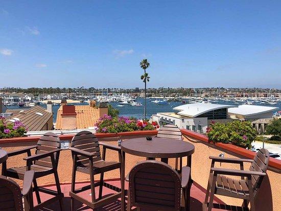 Bay Shores Peninsula Hotel - Newport Beach: Rooftop patio view