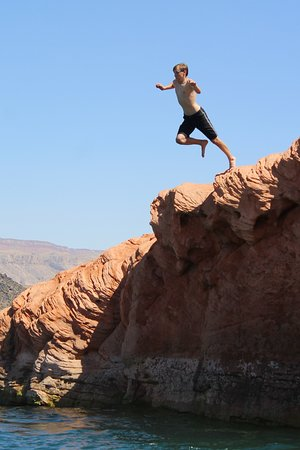 Southern Utah Adventure Center: Found the rocks for jumping!