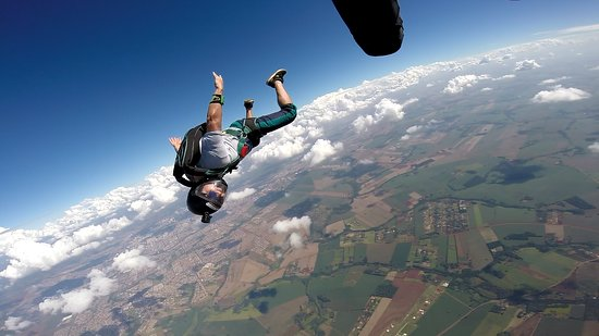Fly Paraquedismo: Salto de paraquedas.
