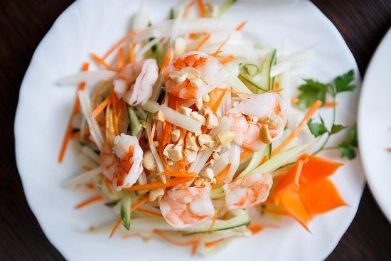 Saigon Cafe: салат из лотоса