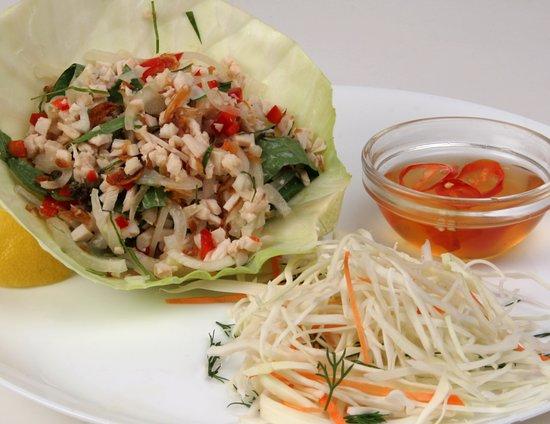 Saigon Cafe: куриный салат