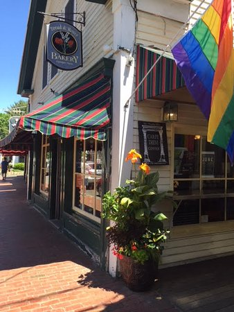 Bread and Roses Bakery : Charming shop on Main Street