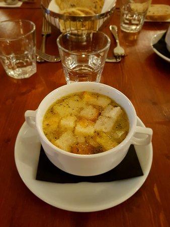 U Dvou Pánů: soupe croutons à l'ail