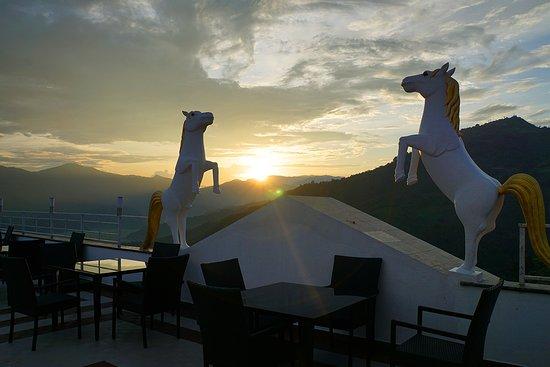 Jurassic Resort & Villas: Rooftop restaurant at sunset