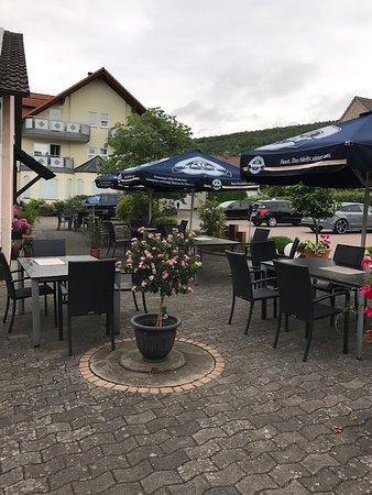 Klingberg, Tyskland: The outside dining area