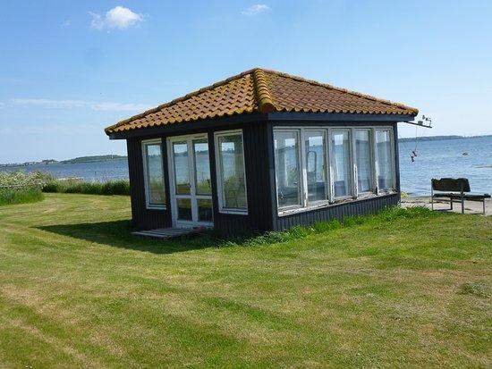 Vaeggerlose, Danmark: Pavillion im Garten am See