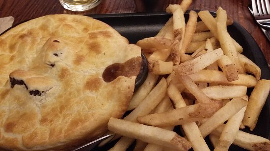 Dubh Linn Gate Irish Pub: Steak & Guiness Pie