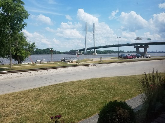Big Muddy's: View from our patio. What a great place to relax the Mississippi.