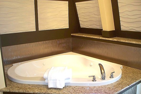 Aztec Ocean Resort: Hot tub VIP room