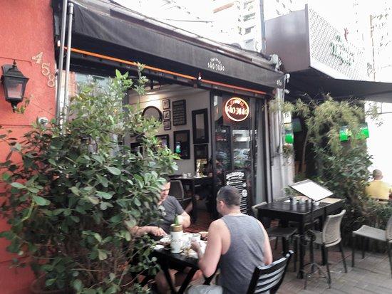 Emporio Sao Joao: a frente do restaurante