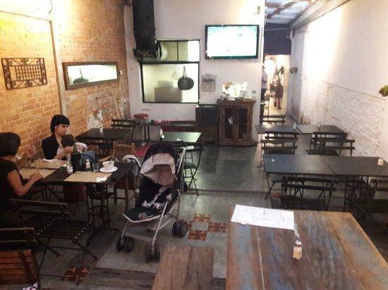 Emporio Sao Joao: a áreas interna do restaurante