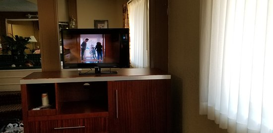 East Dubuque, IL: very small tv in a suite, smaller tv than the king room we had before we moved!