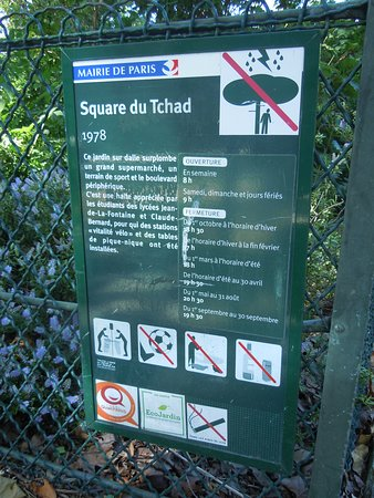 Square du Tchad: Panneau explicatif du square