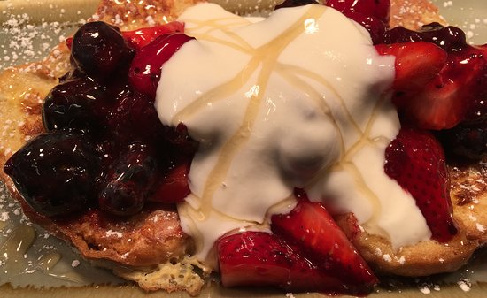Union Street Brasserie: French Toast with berries and honey