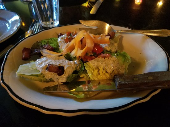 Port Costa, Kalifornien: The wedge salad with fresh-homemade blue cheese dressing