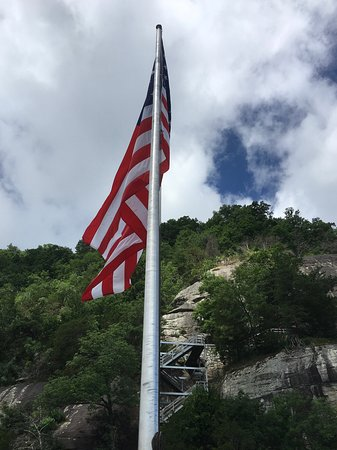 Chimney Rock State Park: flag at the top of Chimney Rock