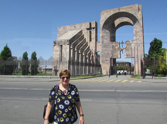 Церкви Эчмиадзина и археологический памятник Звартноц: The Churches of Echmiatsin and the Archaeological Site of Zvartnots