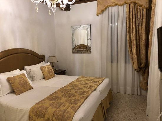San Teodoro Palace Luxury Apartments: bedroom (with tv in room)