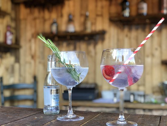 The Queens Head: Gin shack with 25 gins and counting. Open Thurs pm, Fri pm, Sat, sun