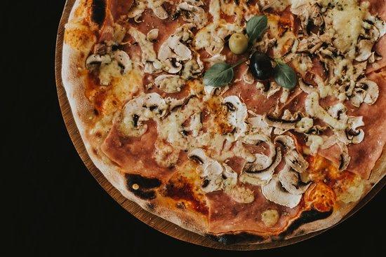 Pizza & Steak house RIVA Rogoznica: Pizza capricciosa
