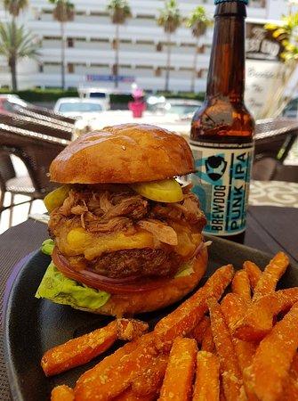 West End Restaurant: delicious 😋 burger