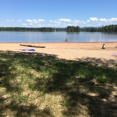 Petawawa, Kanada: Beautiful spot! The water here is less cold than other parts of the river and nice and shallow a