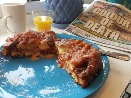 Triple D's Diner: PB & J fried sandwich