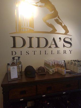 Dida's Distillery: Great Staff!  Very Friendly!