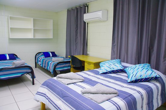 Accommodation @ Isa: Family Room with fullsize Kitchen/Dining Room