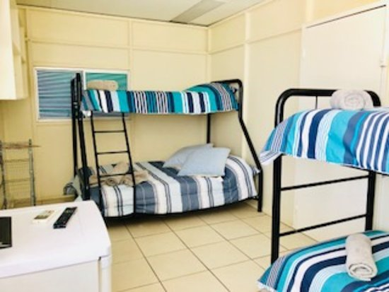 Accommodation @ Isa: Bunk Bedroom with fullsize Kitchen/Dining Room