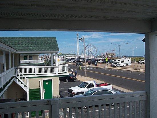 Desert Palm Inn: north view Motel