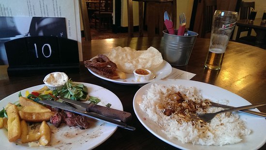 Lower Heyford, UK: dried out curry & oily pompudum, we left this...