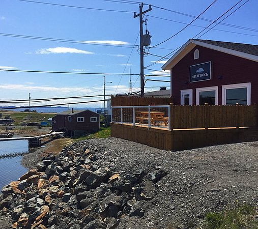 Split Rock Brewing Co on a beautiful day in Twillingate