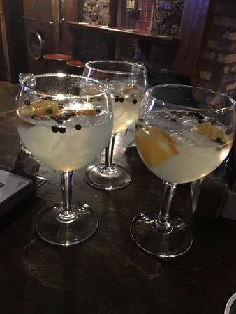 Athlone, أيرلندا: Our yummy drink, made with Bitter Lemon and Gin