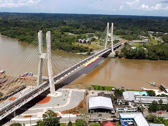 Gran Hostal Paraiso Amazonico: PUENTE SOBRE EL RIO NAPO