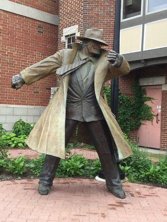 Statue of Dick Tracy along Riverwalk