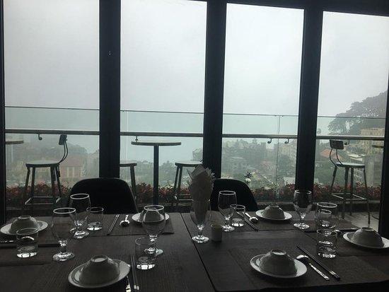 Sofia Tam Dao Hotel & Spa: Sky Bar được thiết kế độc đáo nằm trên tầng cao của khách sạn duy nhất tại thị trân Tam Đảo