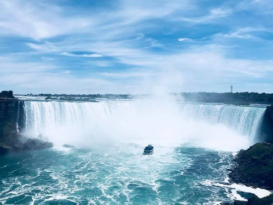 Ниагарский водопад: Horseshoe falls - stand still on the pathway and feel the vibrations from the power of the falls
