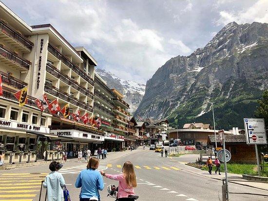 Hotel Belvedere Grindelwald: Main street of Grindelwald