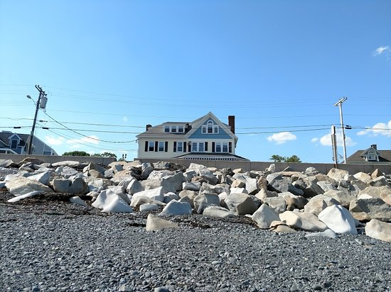 The Beach House: Inn from the ocean floor at low tide