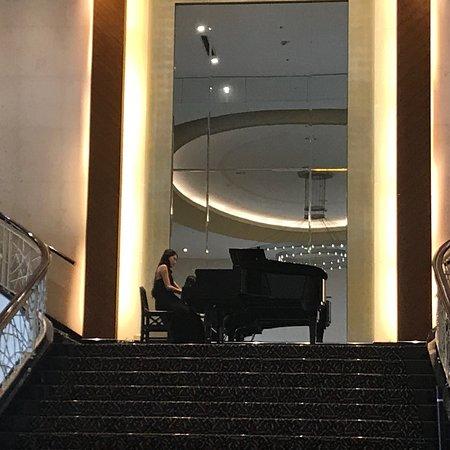 Tayih Landis Tainan: Check out時的鋼琴演奏