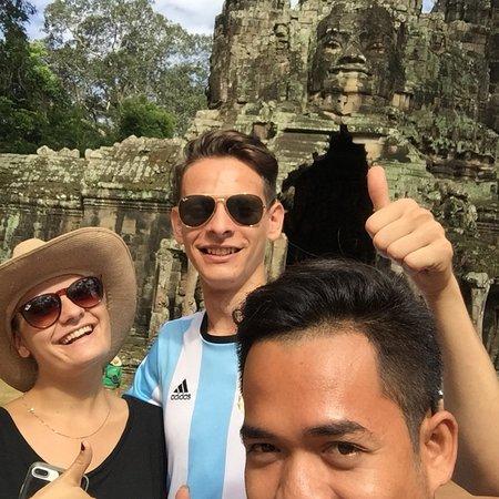 Angkor Express Tour: Happy daily at temples....
