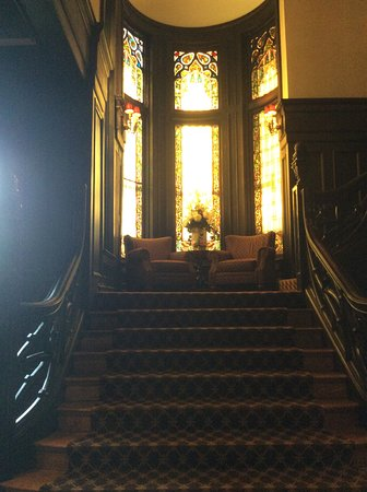 Mansions On Fifth Hotel: Stairway