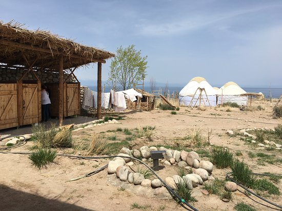 Bokonbayevo, Δημοκρατία της Κιργιζίας: Has swings and a common pavilion area