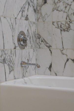 The Langham Huntington, Pasadena, Los Angeles: Italian Marble tub