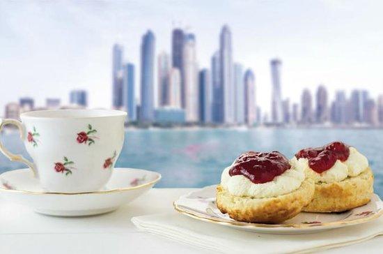 Hight Tea at Sea de Dubai con bebida...